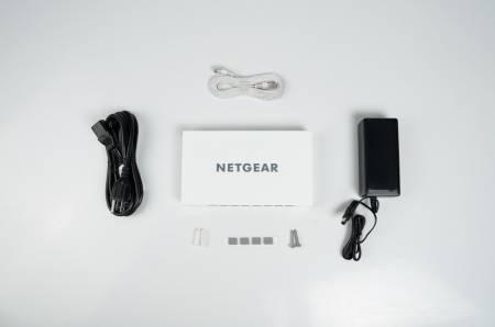 Суич Netgear GC108P